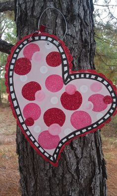 Valentine Door Hanger  C2 B7 Scribbles4squirts Com Valentine Wreath Valentine Decorations Valentine Day Crafts Valentine Heart