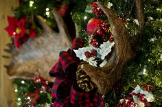 lodge christmas tree decorations | ... Agree: Disney's Wilderness Lodge is the Place to Stay at Christmas