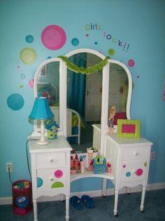 Bubbling Over Tween Bedroom...cute girls room