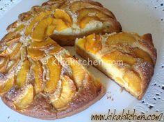 La torta di pesche è una torta profumata con morbidi pezzetti di pesca, ideale per la colazione o la merenda dei bambini.