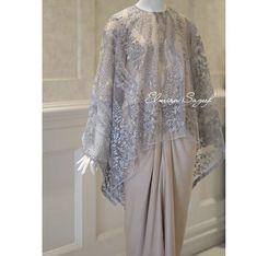 Source by maryrza brokat Kebaya Lace, Kebaya Dress, Batik Kebaya, Batik Dress, Kebaya Modern Hijab, Kebaya Hijab, Kebaya Muslim, Model Kebaya Brokat Modern, Hijab Evening Dress