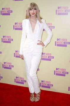 Taylor Swift was white hot at the 2012 @MTV Music Video Awards