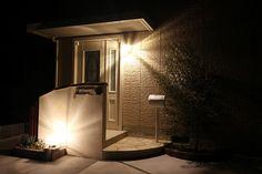 デザインと機能性をもたせた門周り EARTH GARDEN 和歌山県H様邸 Spectacular garden lighting by lighting professionals Home Decor, Decoration Home, Room Decor, Interior Decorating
