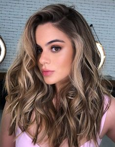 Most Popular Style of Blonde Hair for 2020 Light Brunette Hair, Blonde Hair For Brunettes, Brunette Hair Color With Highlights, Medium Brunette Hair, Brown Blonde Hair, Light Brown Hair, Blonde Honey, Brunette Color, Color Highlights