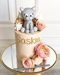 Thankyou for your little masterpieces. When you have one of Perth's top fondant artists exclusively creating these for me,… Cat Cake Topper, Cake Topper Tutorial, Fondant Cake Toppers, Fondant Cakes, Kitten Cake, Birthday Cake For Cat, Fondant Animals, Cupcakes, Novelty Cakes