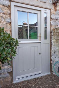 Cottage Front Doors, Cottage Door, Front Doors With Windows, Back Doors, Suffolk Cottage, Classic Doors, Porche, External Doors, Dutch Door