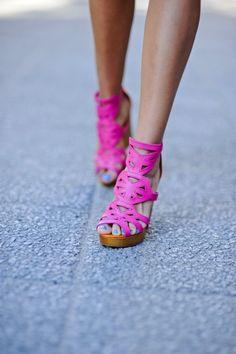 summer craze: hot pink lace cut out pumps Crazy Shoes, Me Too Shoes, Hot Shoes, Women's Shoes, Fashion Moda, Fashion Shoes, Hijab Fashion, Hot Pink, Pink Heels