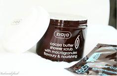 *** WELLNESS IM BAD *** Das Kakaobutter Duschpeeling von #Ziaja wäscht und massiert sanft die Haut. Entfernt die abgestorbenen Hautzellen. Unterstützt die Hautdurchblutung und Versorgung der Haut mit Sauerstoff. Macht die Haut samtig weich und glatt. Uuuuuund, es duftet so wunderbar! Shower Scrub, Cocoa Butter, Bad, Wellness, Cleaning Agent, Smooth, Products