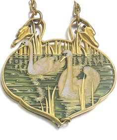 Lalique 1900 Gepind door: www.sieradenschilderijenatelierjose.com.♀️♀️♀️♀️More Pins Like This At FOSTERGINGER @ Pinterest ♂️