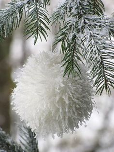 fluffy white tree baubles - Boule de neige  From the Paper Mulberry