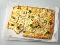 Broileri-kasvispiiras | Valio Food Inspiration, Quiche, Good Food, Pie, Baking, Breakfast, Recipes, Torte, Morning Coffee