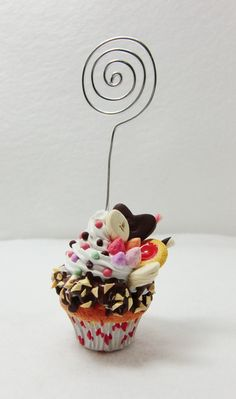 Reserved Listing for Leigh ---- Polymer clay decorated miniature cupcake card or… Polymer Clay Miniatures, Polymer Clay Charms, Polymer Clay Creations, Marque Place Cupcake, Paper Clay, Clay Art, Cupcakes, Candy Topiary, Biscuit