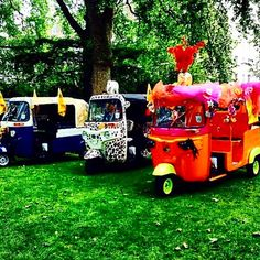 Which #tuktuk Do You Think @zandra_rhodes @piersatkinson @andrewlogangallery Decorated? Hmmmmmm................. #wildatheart #toomuchisnotenough #moreismore #gilded #elephant #princeofwhales #feathers #coolwhip #zipzip #zoomzoom #youcanseemecoming