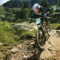 Throwback to #enduroOz in the @megavalancheucc week with @claire_rides_dfy  have a nice week  #rideandfly #ride_dfy #defygravitymtb #mtb #enduro #downhill #bikelife #flow #megavalanche #racing #mountains #alps #frenchalps