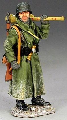 World War II German Winter BBG026 Winter Volksgrenadier - Made by King and Country Military Miniatures and Models. Factory made, hand assembled, painted and boxed in a padded decorative box. Excellent gift for the enthusiast.