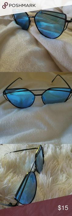 NEW Sunglasses Selfie ready? Look at these cool blue mirror sunglasses with black frame super chic Accessories Glasses