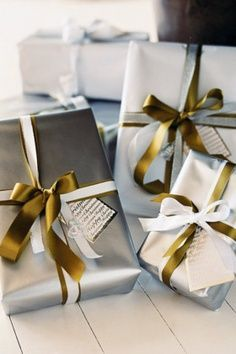luxurious gift wrapping ideas   Silver and gold gift wrapping is the classic and luxurious option.