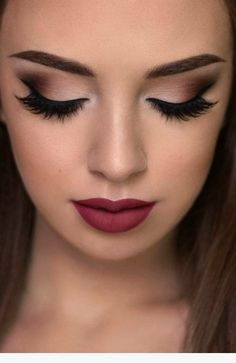 Make up and skin care is generally regarded as women's forte. Men seldom indulge in 'Make up and skin care'. Many men do care for their skin but make up is really alien to most men. Treating make up and skin care as different to Makeup Goals, Makeup Hacks, Makeup Inspo, Makeup Inspiration, Makeup Tutorials, Makeup Trends, Denitslava Makeup, Night Makeup, Girls Makeup