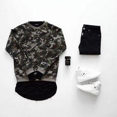 Dicas para usar Camuflado, Como usar Camuflado? Macho Moda - Blog de Moda Masculina: CAMUFLADO: Como Usar Peças Camufladas no Visual - 5 Dicas Fáceis. Camuflado masculino, Roupa Camuflada, Roupa Camuflada Masculina, Suéter Camuflado, Tênis Branco, Camiseta Longline