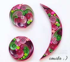 Original papier Quilling sticker - sourire. À la main. Decor. Conception. Cadeau. Œuvre d'art.