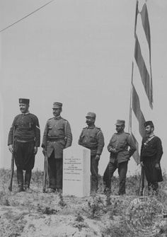Guarding the Ottoman Flag Old Pictures, Old Photos, Ottoman Flag, Greek Flag, Local History, Military History, Crete, The Locals, Island