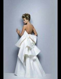 02bfeb623446 15 fantastiche immagini su Lorenzo Riva Wedding Dresses