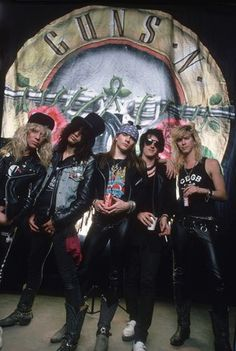 Guns N' Roses (1980s) Steven Adler (Drums, Percussion & Backing Vocals) Slash (Lead Guitar, Rhythm Guitar, Acoustic Guitar, Slide Guitar & Talkbox) W. Axl Rose (Lead Vocals,Synthesizer & Percussion) Izzy Stradlin (Rhythm Guitar, Lead Guitar & Backing Vocals) Duff McKagan (Bass & Backing Vocals)