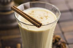 This tasty morning vanilla yogurt smoothie is excellent for an on-the-go weekend.If you want to enjoy the unique flavor of this vanilla yogurt smoothie. Vanilla Chai Smoothie Recipe, Chai Smoothie Recipes, Vanilla Chai Tea, Vanilla Yogurt, Smoothie Drinks, Smoothie Diet, Detox Drinks, Chai Tea Benefits, Health Benefits
