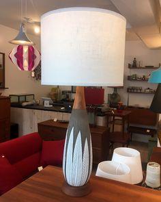 """Lampe de table """"Paprika"""" par Anna-Lisa Thomson """"Sweden"""" - restauré et abat-jour neuf 375$ 33""""H x 15""""D"""