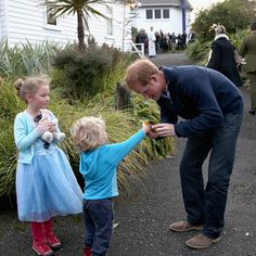 Prince Harry takes part in trivia night and loses to bodyguards at Stewart Island pub