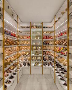 Walk In Closet Design, Bedroom Closet Design, Closet Designs, Dressing Room Closet, Dressing Room Design, Closet Shoe Storage, Shoe Closet, Casa Kardashian, Khloe Kardashian Closet