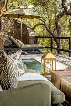 When this aging property emerged from a top-to-toe redesign (led by the Cape Town-based designer Boyd Ferguson) in 2015, it traded in an outdated and cloistered brick-and-mortar feel for the sensibility of a tented camp. Singita Ebony Lodge (South Africa) - Jetsetter