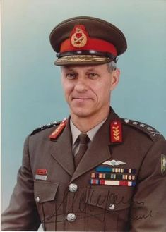 General Constand Viljoen who commanded South Africa forces in Angola. Universal Suffrage, Wings Group, An Officer And A Gentleman, African National Congress, Famous Speeches, Deepest Sympathy, Military Officer, Defence Force, Military Fashion