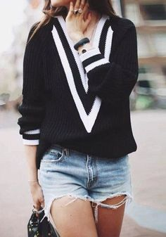 V-neck black sweater and short chic style !