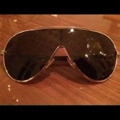Gucci Hologram/Monogram Sunglasses Men's Gucci Hologram sunglasses. 100% AUTHENTIC❗️This sunglasses are in excellent condition. There are no scratches. The goggle had an externally visible Gucci monogram embossed on the glass lens that can not be seen from the inside. These glasses are now collector's item, the model is over 10 years old. They are an VERY rare find. Of course not new but I'm GREAT condition. There is also the original case included! (Additional pictures are available if need…