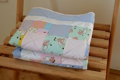 Patchwork+blanket+2+Patchwork+nás+baví+a+proto+rozšiřujeme+sortiment+s+novými+super+barevnými+dekami.+Patchworková+dečka+v+růžovofialových+barvách+je+ušitá+ze+100%+bavlny.+Rozměry:+91x103+cm Patchwork Blanket, Diaper Bag, Bed Pillows, Pillow Cases, Home, Pillows, Diaper Bags, Ad Home, Mothers Bag