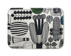 Marimekko TraysMarimekko trays are made in plywood. Please, see also small tables and big Marimekko trays. Marimekko, Modern Dinnerware, Scandinavia Design, Diy Home Decor On A Budget, Hand Sketch, Organic Shapes, Vintage Disney, Surface Pattern, Pattern Making