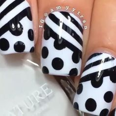 Stripes and Polka Dot nails por: @amyytran canción:  Outside ft. Ellie Goulding - Calvin Harris