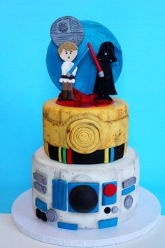 65 Star Wars Party Ideas – The Force Is Strong In This List! 65 Star Wars Party-Ideen – Die Macht ist stark in dieser Liste! Star Wars Pinata, Star Wars Cake, Star Wars Gifts, Star Wars Party Games, Anniversaire Star Wars, Star Wars Cookies, Star Wars Personajes, Star Wars Birthday, Cakes For Boys