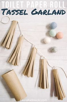 Learn how to make a toilet paper roll tassel garland using only recycled toilet paper tubes, scissors, hot glue, and str Toilet Paper Roll Diy, Toilet Paper Art, Tissue Paper Roll, Diy Paper, Tassel Garland, Diy Garland, Tassels, Recycled Paper Crafts, Paper Recycling