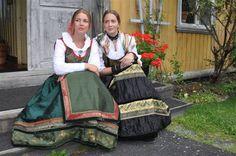 Norwegian dresses for festive occasions | Festdrakter fra Lise Skjåk Bræk. Copyright Lise Skjåk Bræk. Folk Costume, Costumes, Going Out Of Business, Ethnic Fashion, Traditional Dresses, Vintage Photos, Bridal Dresses, Dresser, Lisa
