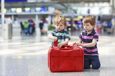 Viaggiare in aereo con i bambini? Ecco tutti i consigli utili