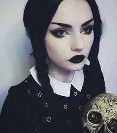 Photo Halloween, Halloween Makeup Looks, Halloween Make Up, Halloween Costumes, Gothic Makeup, Dark Makeup, Eye Makeup, Bright Makeup, Wednesday Addams Costume Makeup