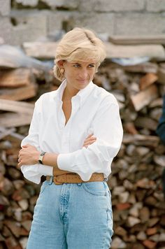 There is a photograph of Diana, Princess of Wales, taken in August 1997 during a trip to Bosnia, which is just perfect of her hopes for her own future. Lady Diana Spencer, Royal Fashion, 90s Fashion, Fashion Ideas, Vintage Fashion, Princess Diana Fashion, Harper's Bazaar, Diane, Princess Of Wales