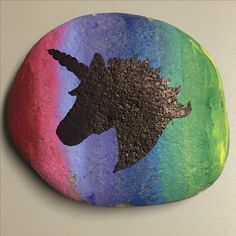 How to Paint a River Rock. Painting a river rock can give you a fun way to preserve a rock you brought home from a trip. It is also a fantastic and creative hobby. Rock Painting Patterns, Rock Painting Ideas Easy, Painting For Kids, Diy Painting, Painting Videos, Pebble Painting, Pebble Art, Stone Painting, Black Eyed Peas