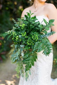Though florals are considered an indispensable part of wedding decor, one of the biggest wedding trends is a no bloom trend. Greenery non-floral wedding decor is a very popular thing now. Lets see how to rock greenery wedding bouquets. Fern Wedding, Woodland Wedding, Garden Wedding, Floral Wedding, Wedding Flowers, Wedding Cake, Fern Bouquet, Cascade Bouquet, Flower Bouquets