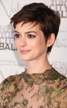 10 Prominente, die ihre Pixie Cuts rocken - Frisuren - 10 Celebrities Who Are Rocking Their Pixie Cuts – Hair Styles 10 Prominente, die ihre Pixie Cuts rocken Promi-Kurzhaarschnitte Pixie Haircut For Thick Hair, Haircuts For Fine Hair, Short Pixie Haircuts, Hairstyles Haircuts, Short Hair Cuts, Cool Hairstyles, Pixie Cuts, Hairstyle Short, Hairstyle Ideas