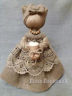 Pin on Dolls of felt Hessian Crafts, Fabric Crafts, Burlap Flowers, Burlap Lace, Clothespin Dolls, Fairy Dolls, Handmade Toys, Doll Patterns, Beautiful Dolls