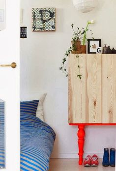 The best Ikea hack ideas we've seen. These Ikea hacks are stylish and allow you to create designer furniture cheaply. Find ideas for your Ikea hack project. Furniture Makeover, Diy Furniture, Furniture Design, Bedroom Furniture, Diy Casa, Home And Deco, Ikea Hacks, Ivar Ikea Hack, Interior Inspiration