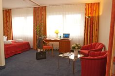 Blick in eines der Hotelzimmer / View into one of the hotel rooms | RAMADA Hotel Darmstadt